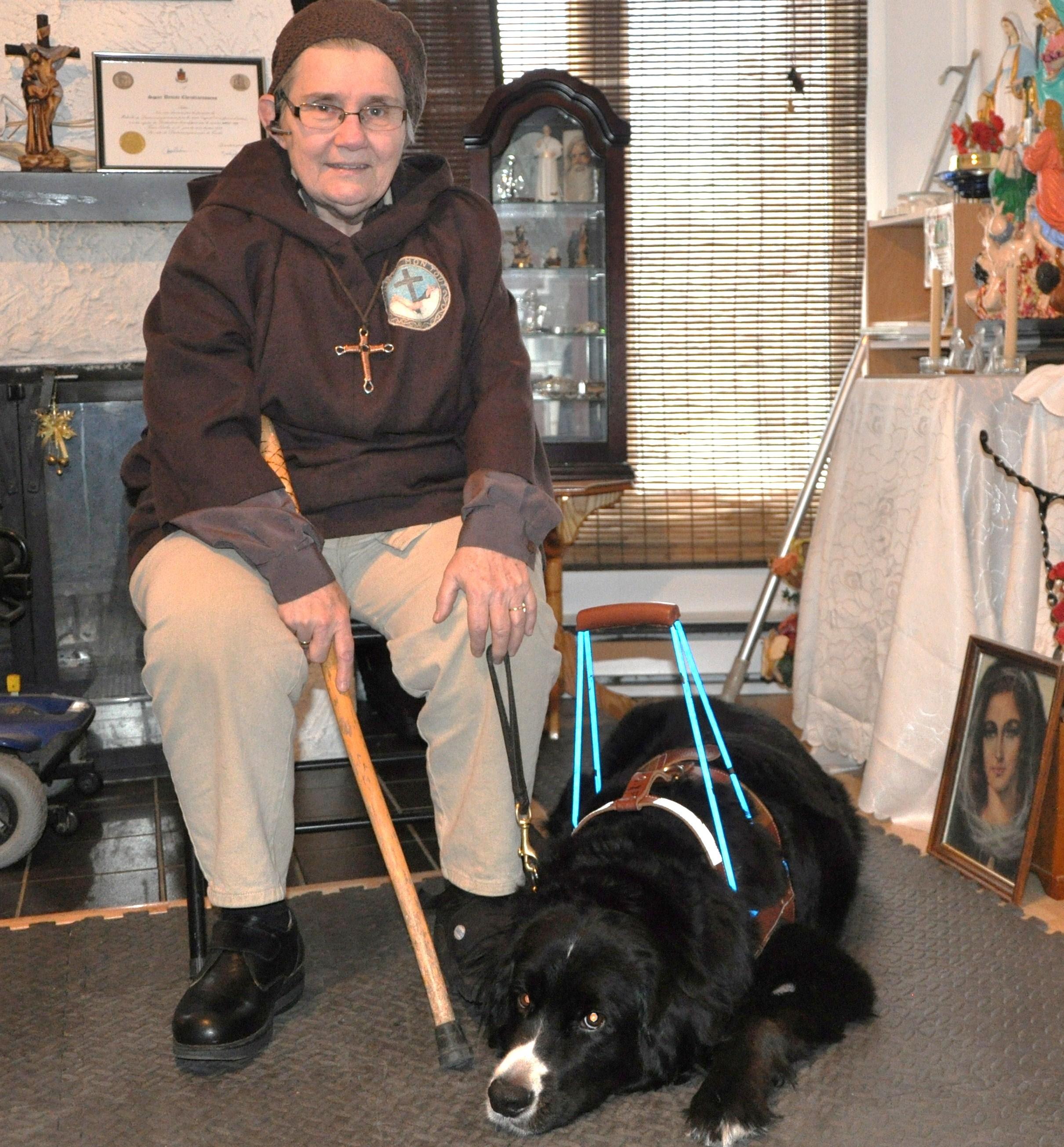 843- Une ermite et son chien Mira